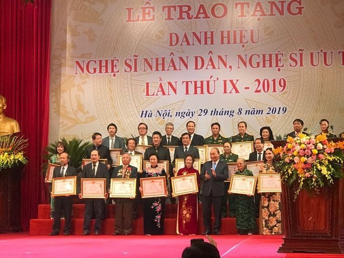 nhieu nghe sy dien anh duoc nha nuoc vinh danh trao tang danh hieu nsnd nsut cao quy