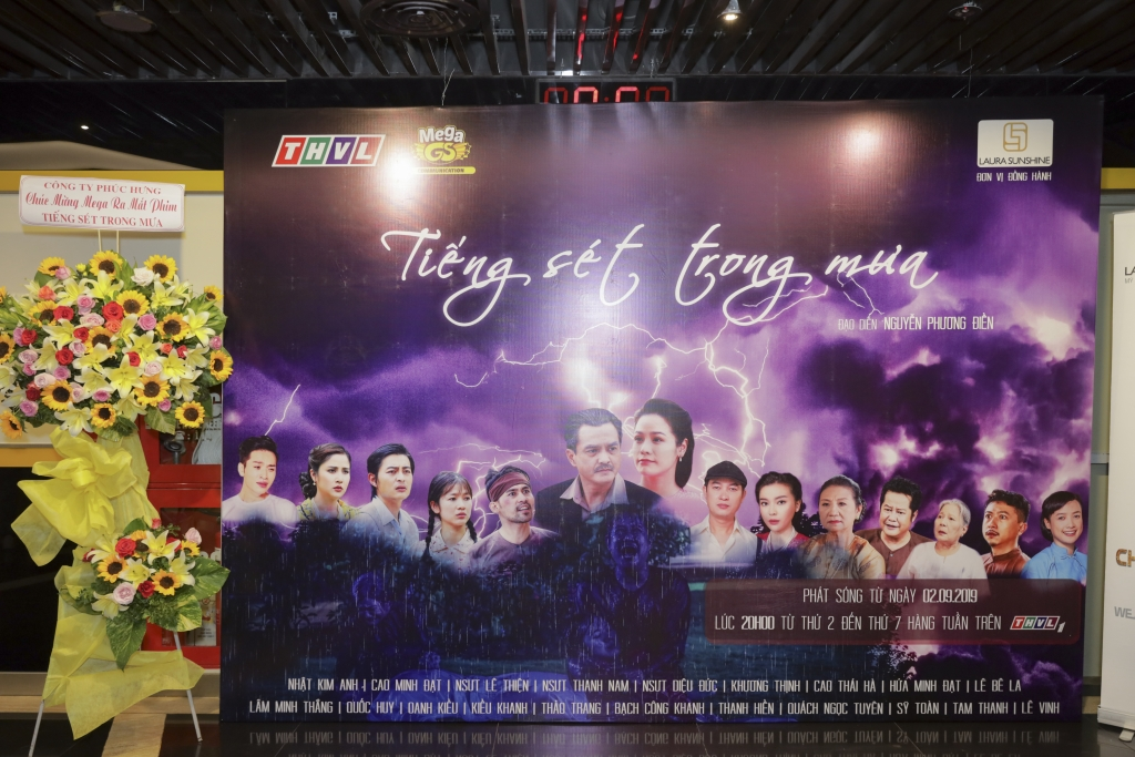 phim truyen hinh 10 ty tieng set trong mua chinh thuc len song
