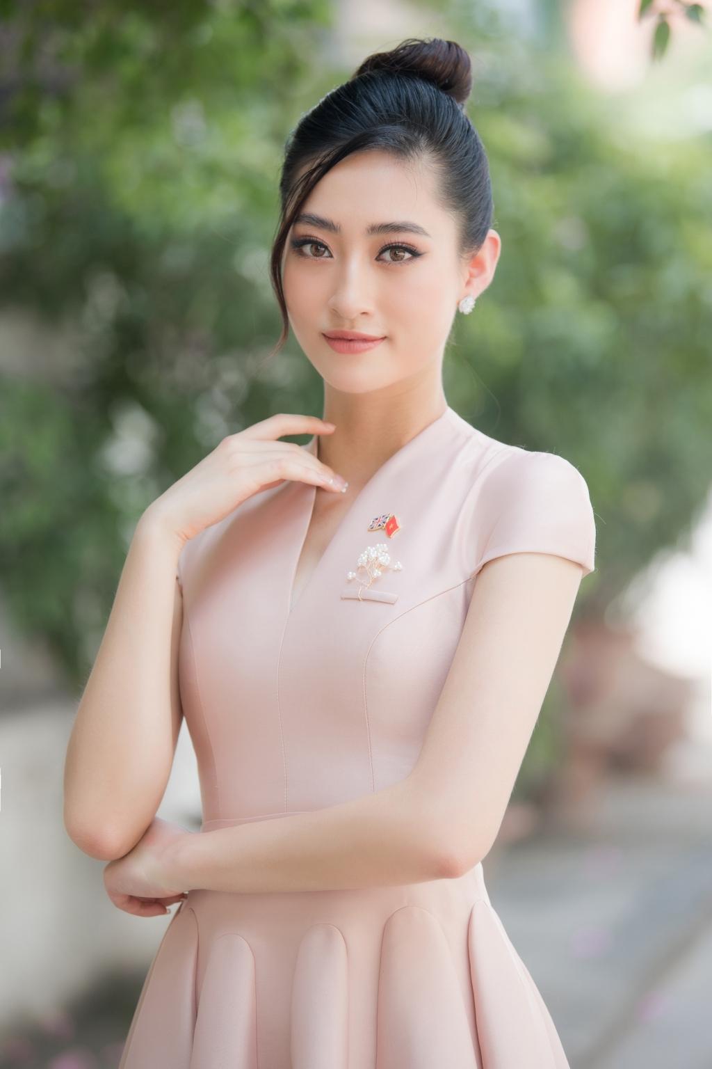luong thuy linh dong hanh cung dai su quan anh phong chong buon ban nguoi