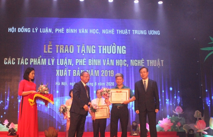 15 tac pham duoc trao tang thuong ly luan phe binh van hoc nghe thuat