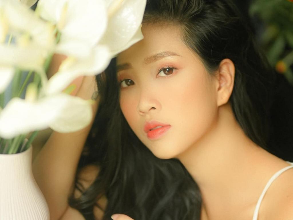 MC Liêu Hà Trinh ra mắt tác phẩm 'Em', viết sách để 'trị liệu cảm xúc'