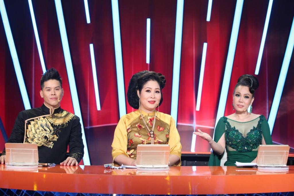 giam khao viet huong tang ao cho thi sinh buoc nhay ngan can