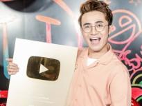 Huỳnh Lập bất ngờ được trao nút Vàng Youtube trong buổi giao lưu 'Ai chết giơ tay'