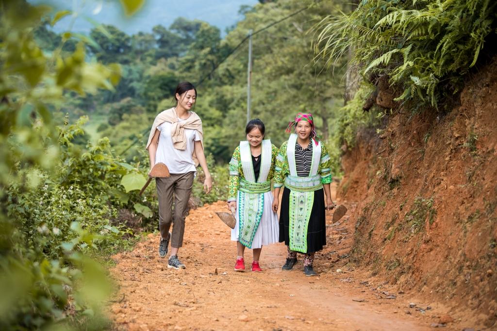 hoa hau luong thuy linh lam du an nhan ai tai chinh que huong cao bang