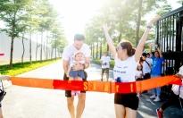 Lan Phương đưa con gái tham gia buổi chạy từ thiện