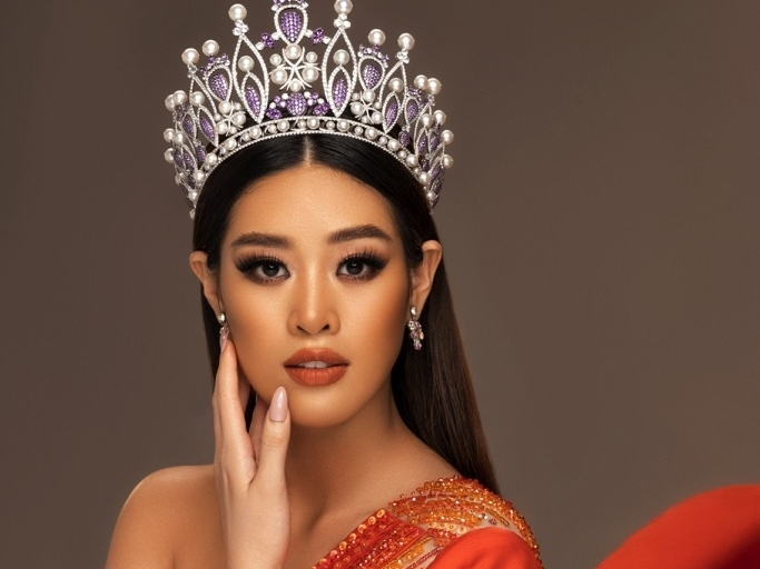 miss universe 2020 lo dien dan bgk khung giup hoa hau khanh van lua chon trang phuc dan toc