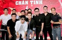 Ca sĩ Lâm Vũ cùng anh em CLB Chân tình trao 2000 bánh trung thu cho trẻ em nghèo