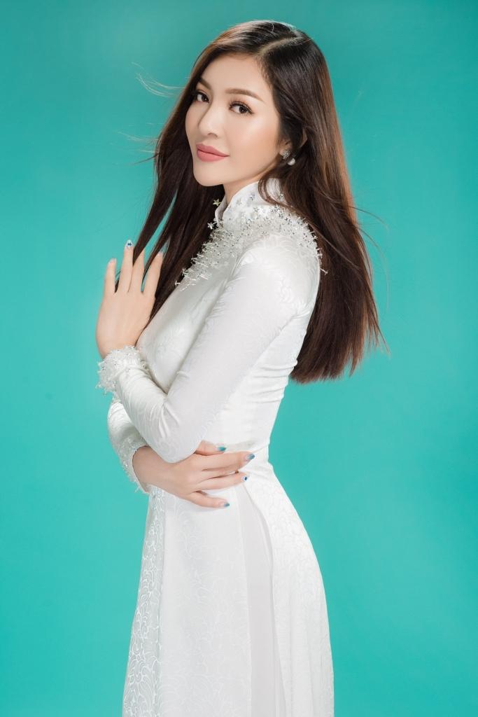 bui ly thien huong diu dang trong ta ao dai trang truoc ngay len duong thi miss vietnam worldwide 2018