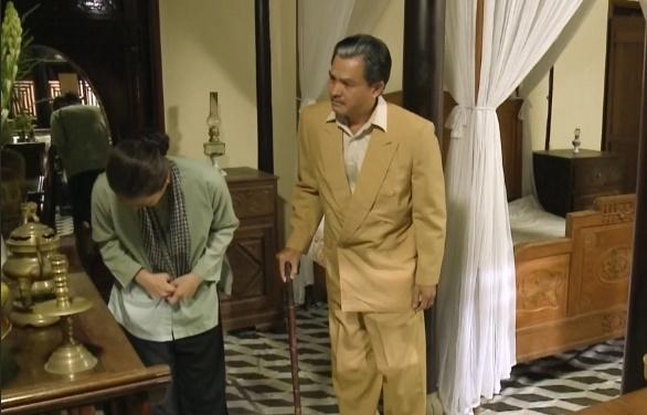 tieng set trong mua tap 37 thi binh khoc nac khi thay di anh cua minh bi khai duy nhin nhu nguoi dung