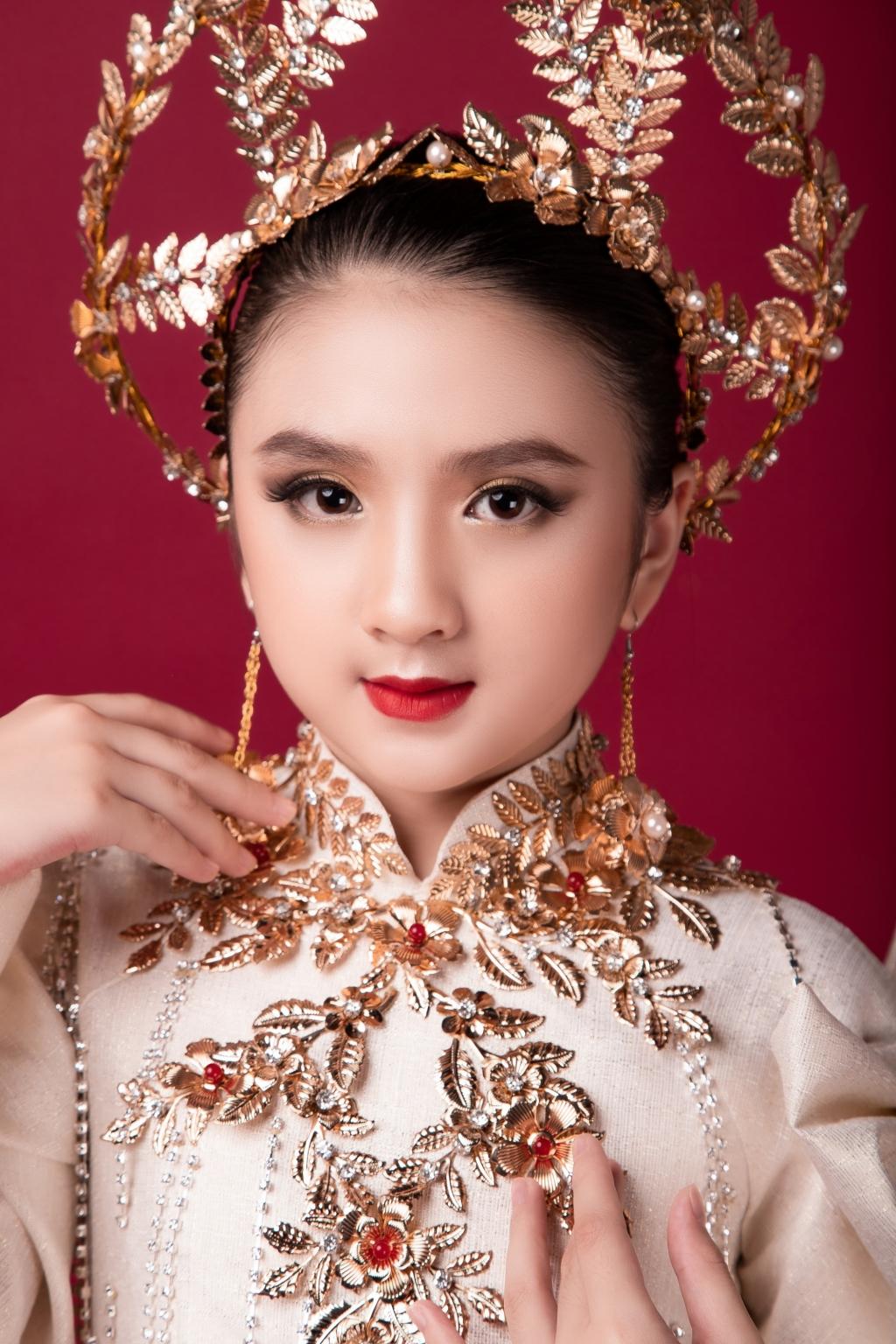 mau nhi giong huong giang dien ao dai cam hung than thoai hy lap