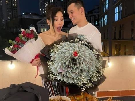 'Choáng' trước độ chịu chi của Lý Bình khi vung tay mua quà tặng cho vợ tương lai