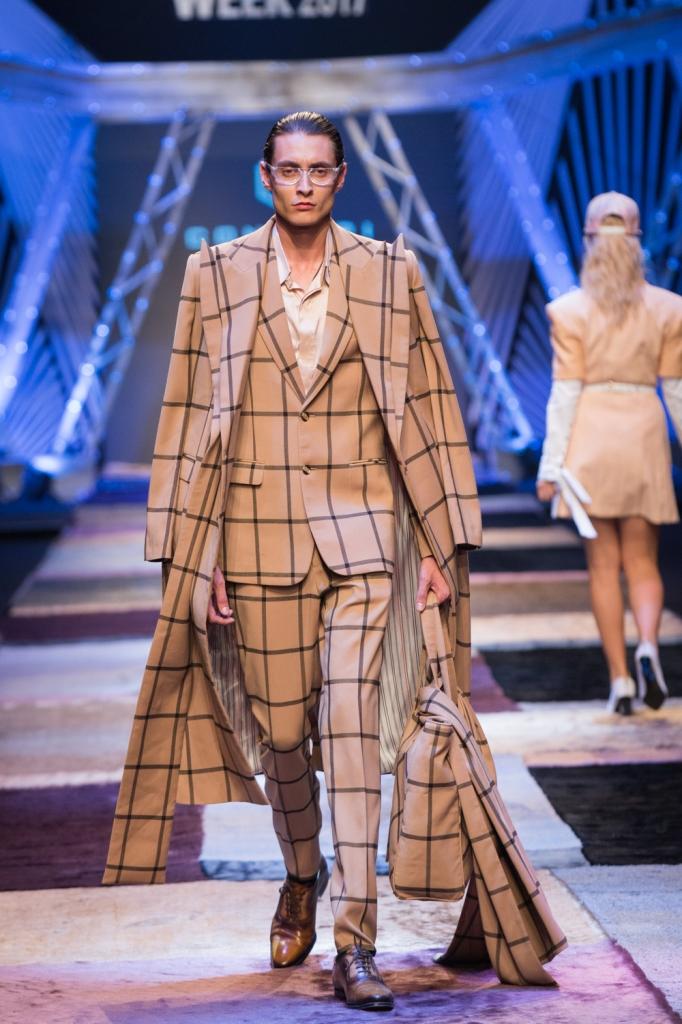 thanh hang lai la vedette cua nguyen cong tri trong vietnam international fashion week