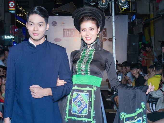 Dàn mẫu danh tiếng lộng lẫy trong 'Đêm đại ngàn' và 'Lung linh sắc màu Tây Bắc' của NTK Việt Hùng