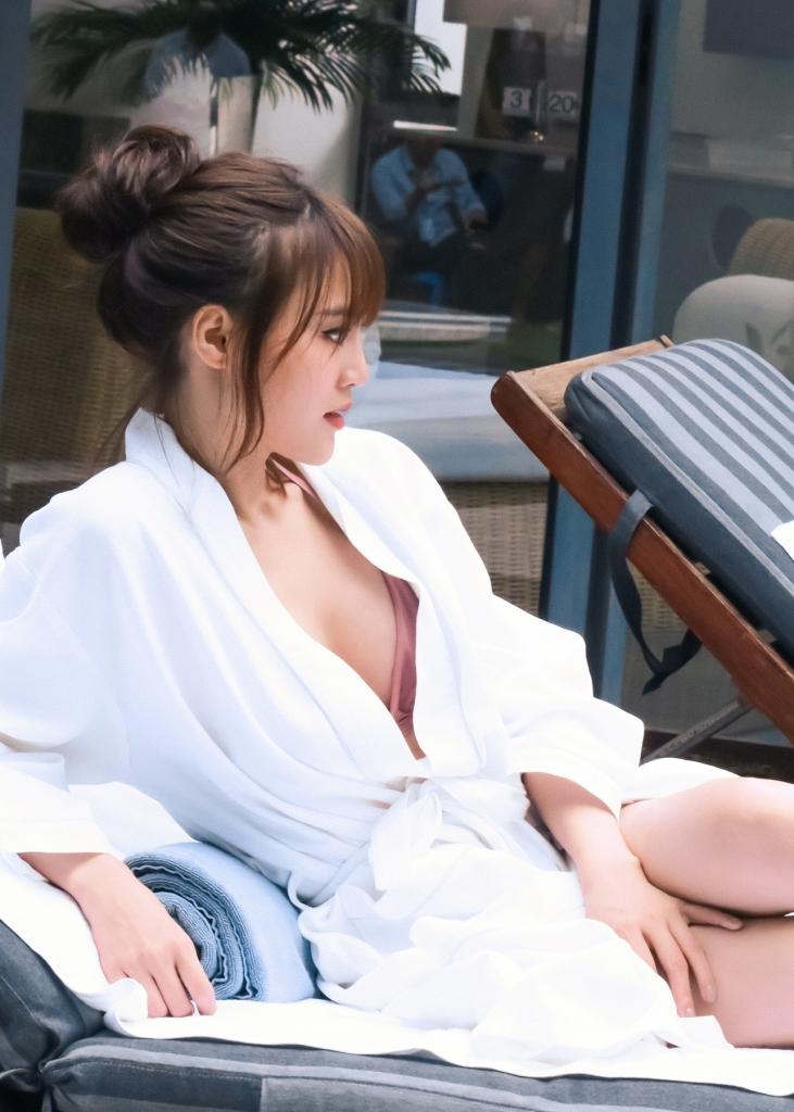 lan ngoc lan dau khoe ba vong nong bong trong trang phuc bikini