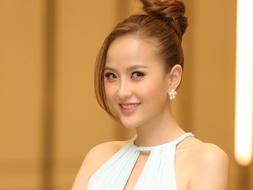 Hoa khôi Đỗ Trần Khánh Ngân truyền cảm hứng cho các thí sinh 'Miss Tourism'