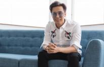 Đạo diễn Lê Việt dệt mộng đi giữa 'hoàng hôn' cùng 'AMI Fashion Shows'