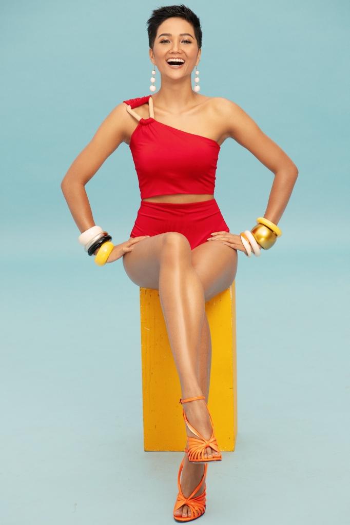 hoa hau hhen nie khoe voc dang goi cam trong bo bikini cuc hot