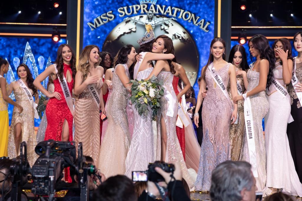 vo canh ngoc chau dep doi tren tham do chung ket miss supranational 2018
