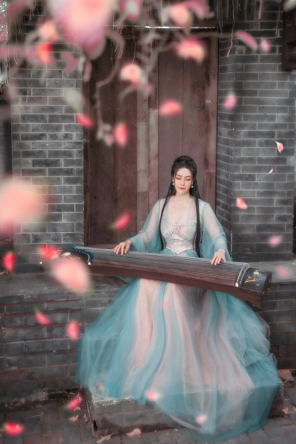 nhat kim anh dep mong manh khi hoa tien nu