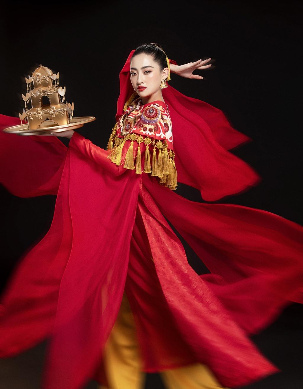 khoanh khac day vinh quang luong thuy linh duoc xuong ten trong top 12 miss world