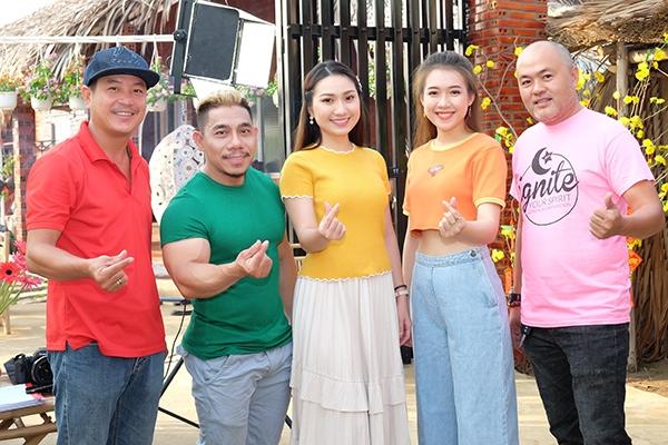 phim tet ve nha an tet di con cua dao dien quyen loc chinh thuc bam may
