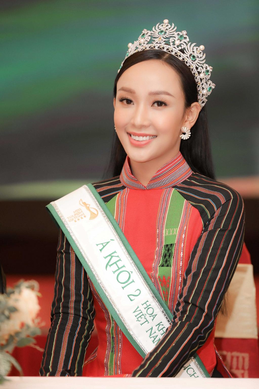 hai a khoi miss tourism bay to su bat ngo va ton trong quyet dinh ban giam khao