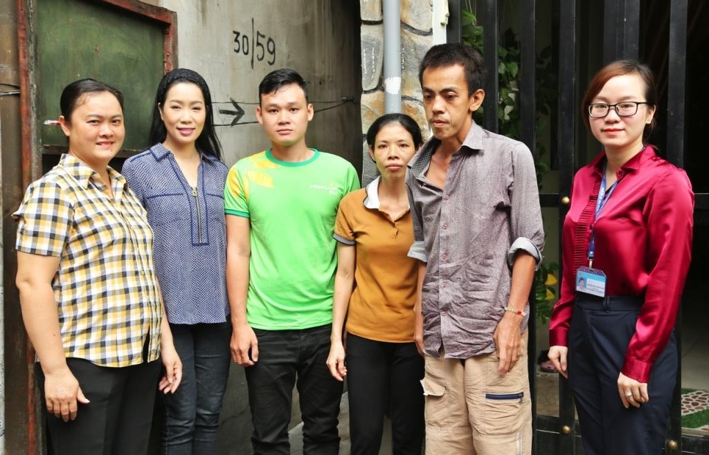 Trịnh Kim Chi và quỹ gọi yêu thương giúp đỡ người dân quận 12