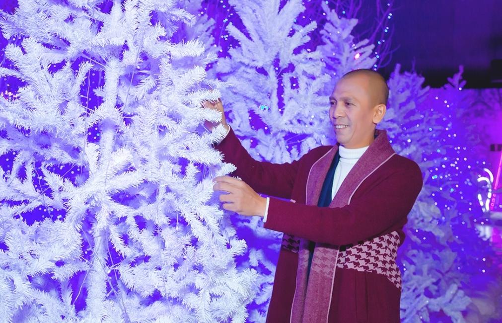 Saxophone Minh Tâm Bùi đón Giáng sinh với cái lạnh 10 độ C giữa lòng Sài Gòn