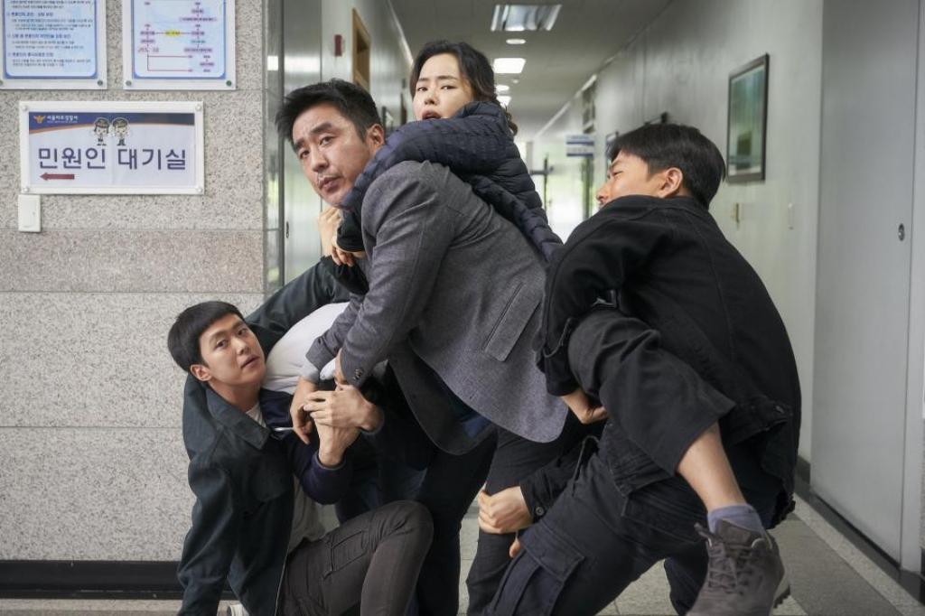 extreme job dung dau bang phim an khach phong ve han tuan thu 3 lien tiep