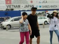 kim jong kook cua running man bat ngo co mat tai pho di bo nguyen hue cung me