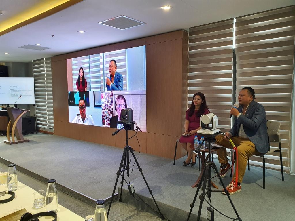 Bà Nguyễn Phương Hòa - Cục trưởng Cục Hợp tác Quốc tế, Bộ văn hóa, Thể thao và Du lịch và đạo diễn Phan Gia Nhật Linh tham gia ý kiến tại Hội thảo