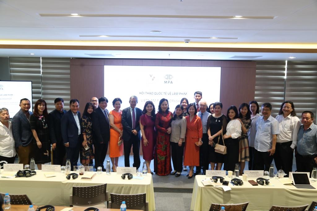 Các đại biểu bên phía Việt Nam tham dự Hội thảo