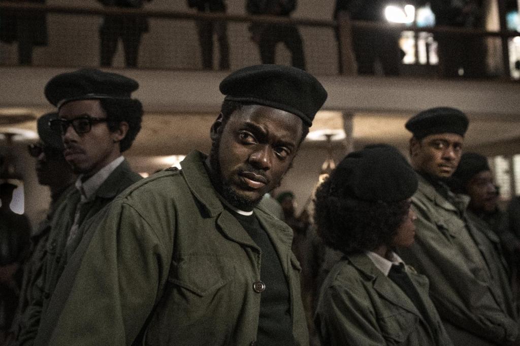 """Bộ phim kể câu chuyện thực về Fred Hampton, lãnh đạo tổ chức """"quyền lực đen"""" Black Panther Party bị ám sát năm 1969 theo lệnh của Cơ quan điều tra liên bang Mỹ FBI"""