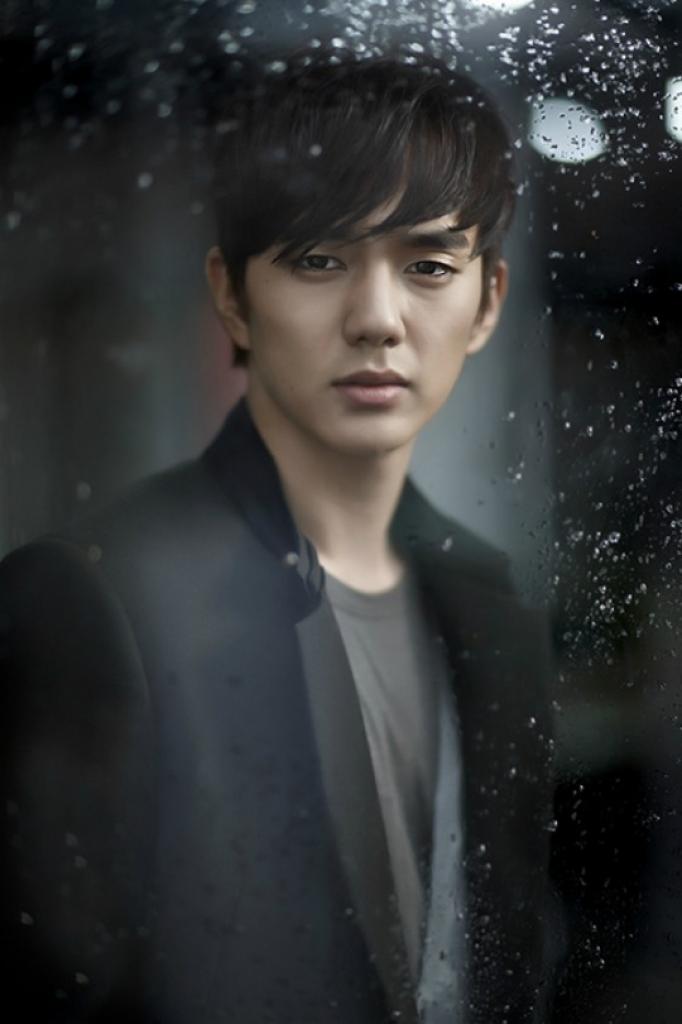 yoo seung ho khoc nhu mua sau khi bi cat toc tren phim truong