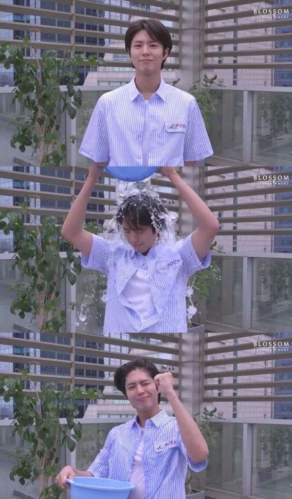 park bo gum va yeo jin goo tag nhau thuc hien thu thach ice bucket challenge