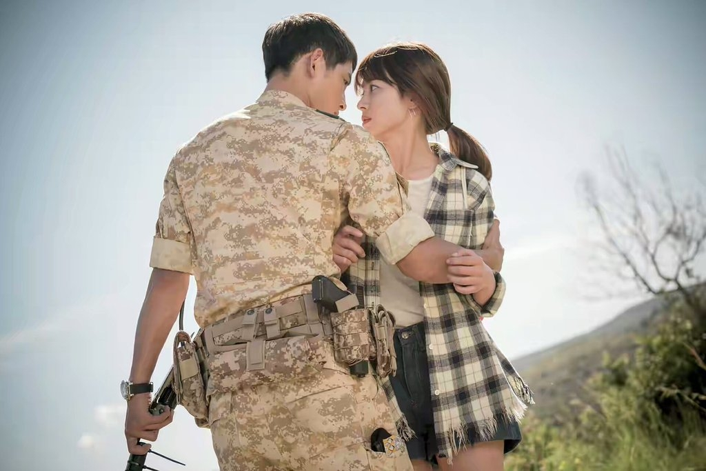 song joong ki bo roi song hye kyo va hau due mat troi 2