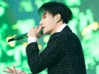 Vương Nhất Bác xuất hiện ở 'Yuehua Concert': Phong thái tựa thần, đẹp đến mê người