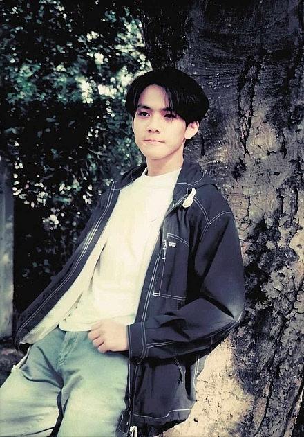 Chung Hán Lương lộ ảnh chụp năm 17 tuổi: Thanh xuân ngọt ngào như mối tình đầu