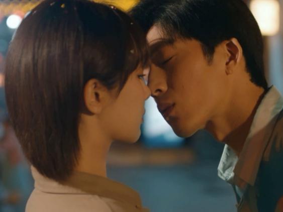 Dương Tử khiến cư dân mạng 'bức xúc' khi được trai đẹp Tỉnh Bách Nhiên khóa môi lại 'chán ghét' đến 'buồn nôn'
