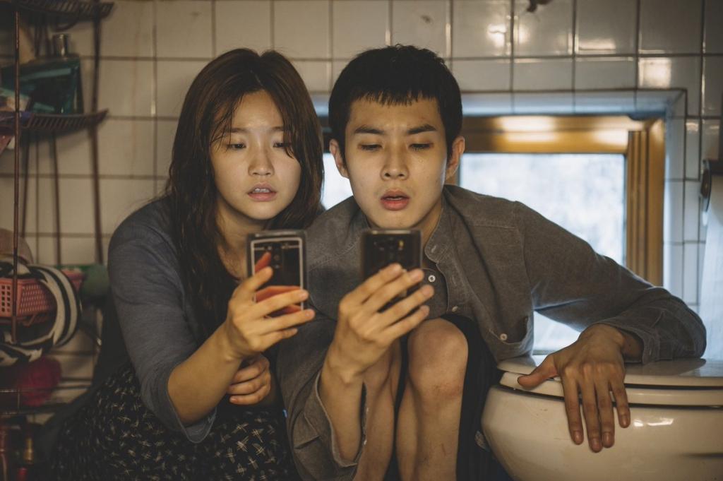 parasite bom tan khong co hanh dong cua bong joon ho va song kang ho