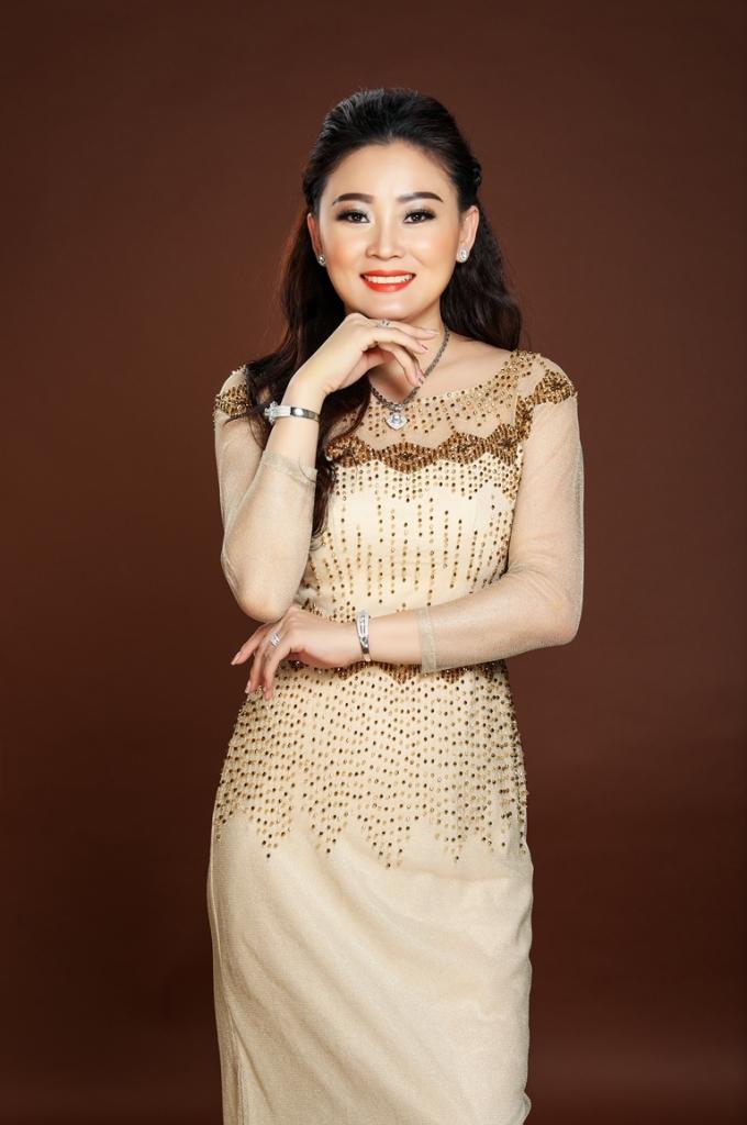 hoa hau ao dai nguyen kim nhung khong danh doi de co duoc vai dien