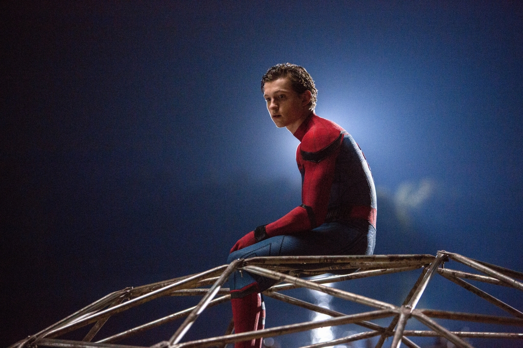 ban nen xem spiderman homecoming nguoi nhen tro lai