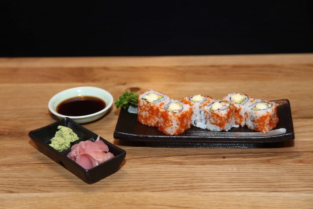 mc ca si doan truong mon sushi cuon kieu california