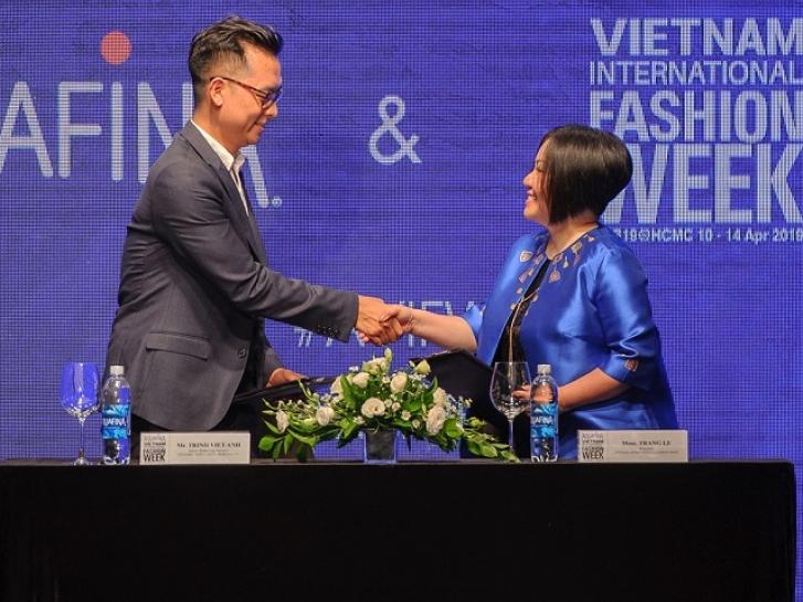 vietnam international fashion week bat tay hop tac voi aquafina