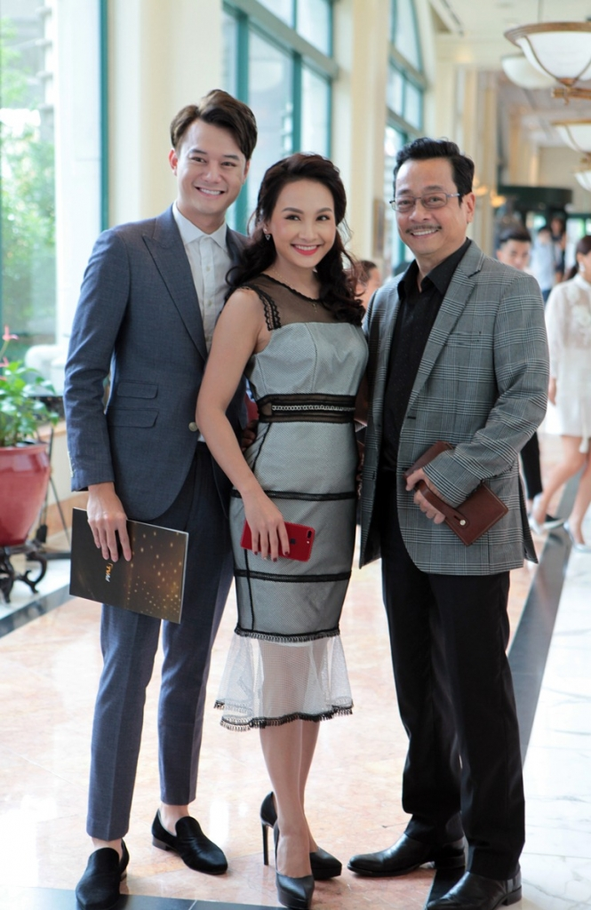 nguoi phan xu ganh dua voi me chong nang dau o vtv awards 2017
