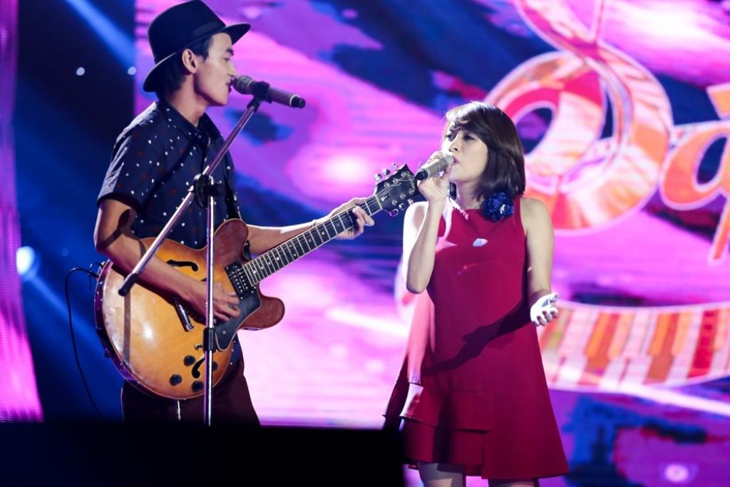 4 hlv dung ngoi khong yen voi thi sinh 16 tuoi cua sing my song