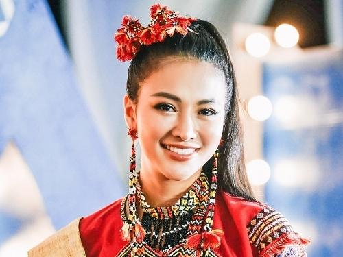 dien trang phuc dam ban sac dan toc cua philippines hoa hau phuong khanh xieu long dan khach moi
