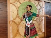 Tường San mặc đồ dân tộc, nhảy 'Để Mị nói cho mà nghe' tại 'Miss International'