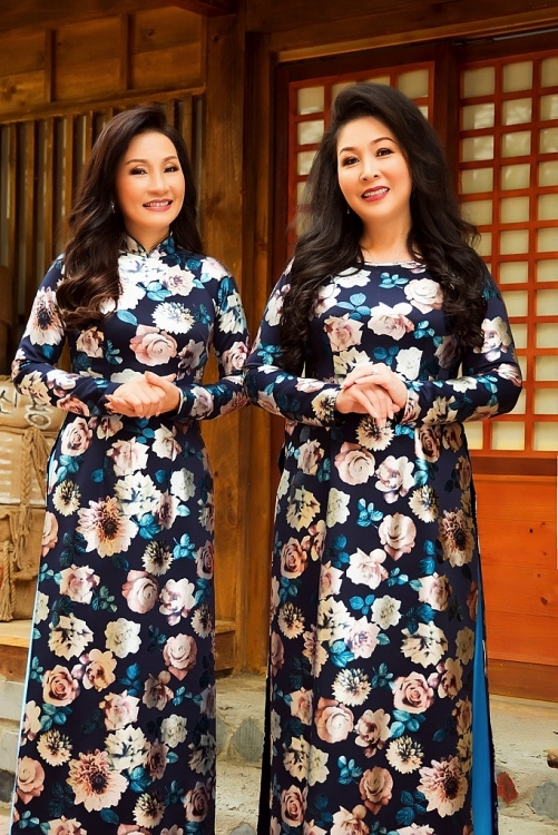doi ban tri ky 30 nam hong van hong dao tuoi tham voi ao dai