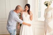 MC Hoàng Oanh thử váy cưới của Trương Thanh Hải
